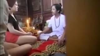 Download Video Ngambil Kesempatan Banget Dukun Ini Sampe Di Obok Obok Paha Pasien MP3 3GP MP4