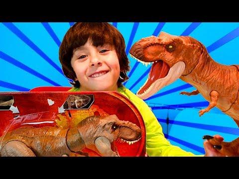 Nuevos DINO RIVALS Jurassic World 😝DANI y EVAN prueban el T-REX y el CONCAVENATOR