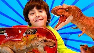 Nuevos DINO RIVALS Jurassic World DANI y EVAN prueban el T-REX y el...