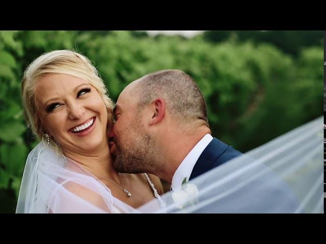 Christian + Nicole | 7 Vines Vineyard Wedding | Dellwood, Minnesota