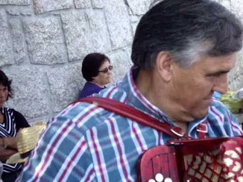 IMIGRANTES EM FESTA NA ALDEIA DE REIGOSO COM DESGARRADAS