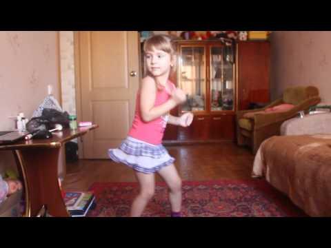Алёна танцует