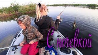 Отдых с семьей на рыбалке! Учу жену кидать спиннинг. Щука на блесну.