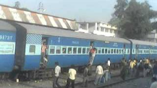 19270 MFP-PBR exp at Bapudham Motihari Station