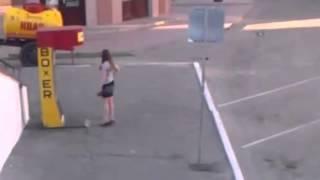 Видео   Девушка и боксерский силомер   Видеоролики на Sibnet