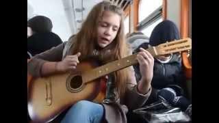 Zaz Je Veux Девочка классно играет на гитаре и супер поет.