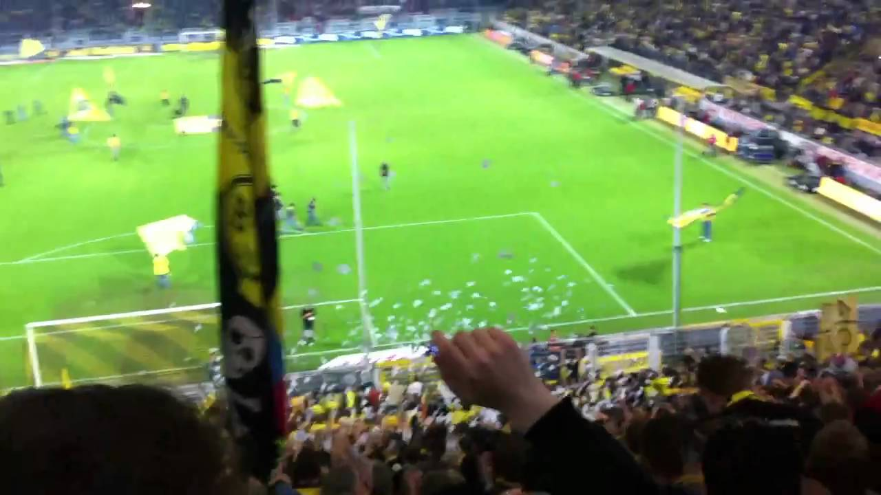 BvB - FCK 5:0 - Mannschaftsaufstellung vor dem Spiel