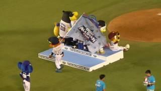 こなつお姉さんに「ご苦労様でした」とねぎらうハリーホーク!つば九郎とドアラはブログ用写真の撮影?最後はみんなで一緒に花火大会!!プロ野球オールスターゲーム2017 thumbnail