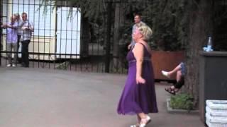 Бабка зажигает в парке Сокольники