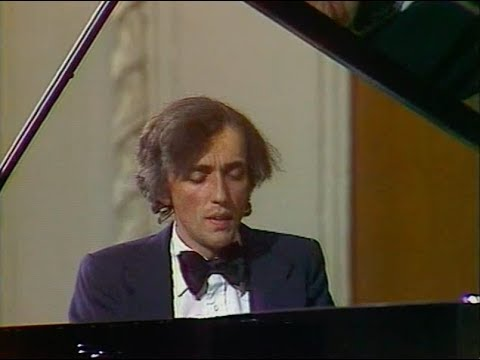 André Laplante plays Bach-Busoni Adagio, BWV 564 - video 1978
