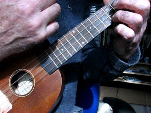 the best ukulele strum in the new world in standard tuning youtube. Black Bedroom Furniture Sets. Home Design Ideas