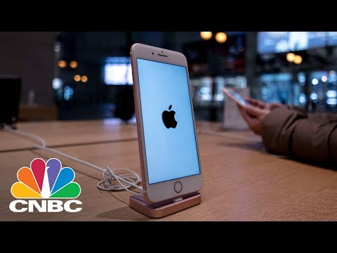 Panic At Apple? No Way, Tim Cook's The Coolest Guy In The Room: Jim Cramer | CNBC