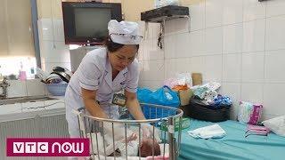 Mẹ nhiễm HIV đẻ con bỏ lại bệnh viện