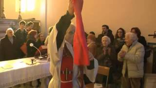 "Italian priest sings antifascist resistance song ""Bella Ciao"""
