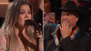 Kelly Clarkson's Emotional Performance Of Garth Brooks' The Dance