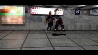 Красивая девушка красиво поет - Eurythmics - Sweet Dreams