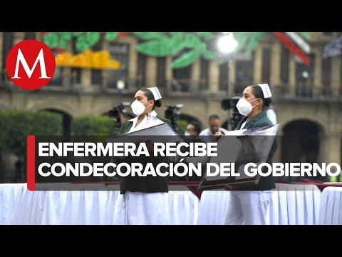 Enfermera Norma Estela Colunga recibe presea Miguel Hidalgo
