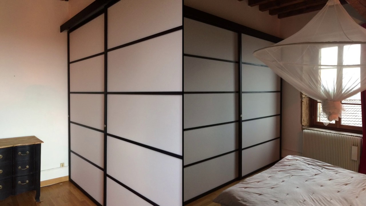 porte de placard coulissante japonaise en 3 vantaux suspendues youtube. Black Bedroom Furniture Sets. Home Design Ideas