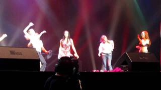 The Bachelor's Jessie Sulidis dances on stage with Pussycat Dolls
