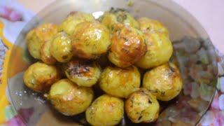 Молодой картофель запеченный в духовке в рукаве./Potatoes baked in the oven.