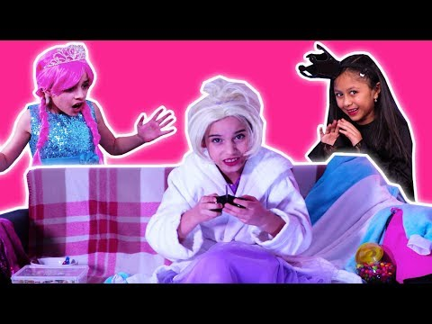 COUCH POTATO PRINCESS - Esme Plays Too Many Video Games! - Princesses In Real Life | Kiddyzuzaa