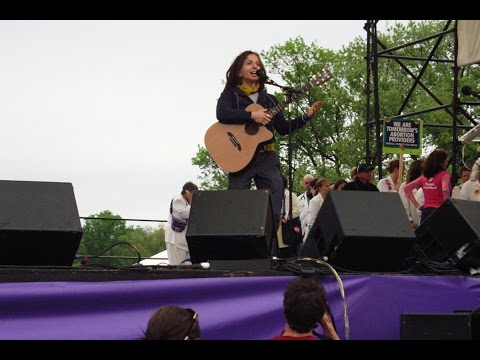 """Ani DiFranco Performs """"God's Country"""""""
