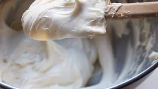 Cream Cheese Frosting Recipe - How To Make Easy Cream Cheese Frosting For Cakes