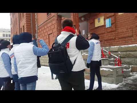 Акция протеста у здания Генконсульства Украины в Екатеринбурге