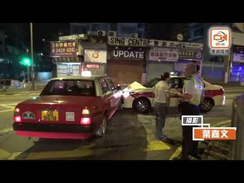 警車與的士燈位碰撞 邊一架衝燈?