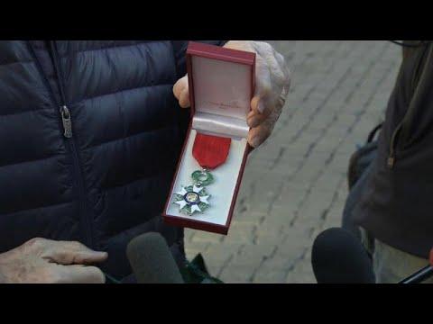 euronews (en français): Ils rendent leur Légion d'Honneur pour protester contre son attribution au président Al-Sissi