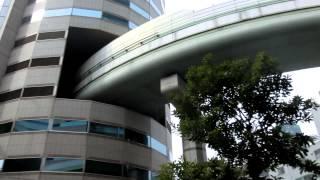 阪神高速が貫通するTKPゲートタワービル