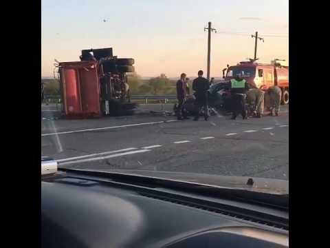 "На трассе ""Майкоп - Краснодар"" столкнулись Lada Granta и мусоровоз"