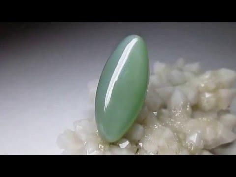 Зеленый нефрит камень спаситель.