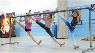 One of Hayley LeBlanc's most viewed videos: Super Fun Dance Lesson   elleoNyaH