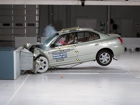 2004 hyundai elantra moderate overlap iihs crash test youtube 2004 hyundai elantra moderate overlap iihs crash test
