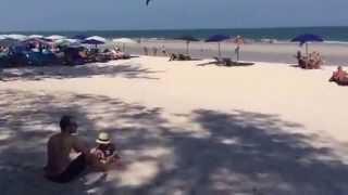 Куда поехать в Тайланд ?  Хуа Хин новый курорт на море(Куда поехать в Тайланд ? С детьми конечно в Хуа Хин. Чистое море, белый пляж, близость к Бангкоку http://welcomehuahin.ru..., 2015-02-24T10:32:09.000Z)