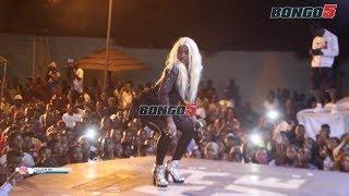Msanii pekee wa kike kutokea WCB, Queen Darleen akitumbuiza katika ...