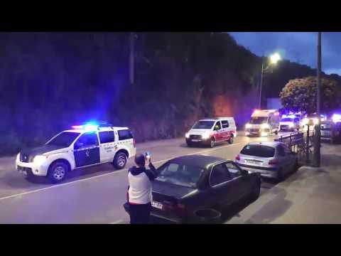VÍDEO Policía Local, Guardia Civil y ambulancias en Cangas de Onís