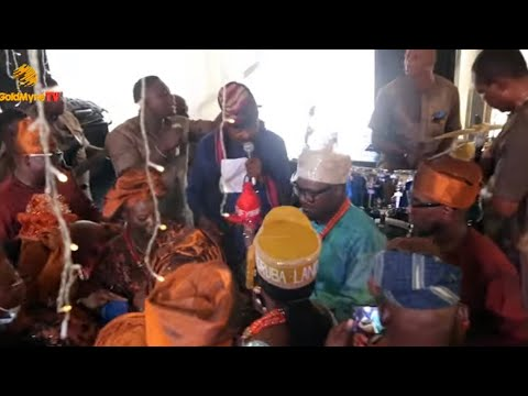 DOLLAR RAINS AS SUNNY ADE PERFORMS AT THE CONFERMENT OF DR BABAJIDE AGUNBIADE BY ALAAFIN OF OYO