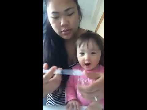 Mom clean the baby's nose to sringe...