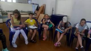А вот группа подростков! Пропевка в конце урока.