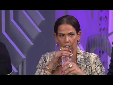 Niurka Marcos escupe a Montserrat Oliver y a Yolanda Andrade.
