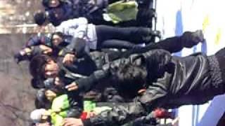 празднование Наурыз в Караганде(вот так два незнакомых веселых мужичка зажгли на улицах Караганды, и собрали немалую толпу и нехилый гонор..., 2011-03-22T21:43:35.000Z)