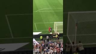 Anthony Lopes est venu saluer les supporters après OL / Bordeaux (1-3) - Footbol