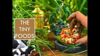 Veg Cheese Pizza Recipe | Veg Pizza On Tawa Without Oven | Pizza On Pan | E18 | The Tiny Foods