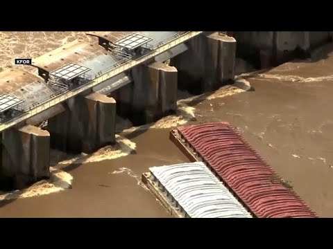 يورو نيوز:شاهد: قاربان يقعان ضحية فيضان نهر أركنساس في أوكلاهوما الأمريكية …