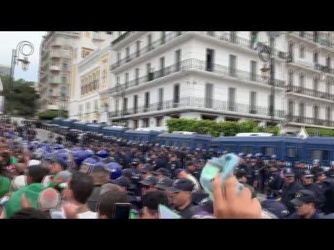 الجزائر: الحراك الشعبي يستمر للأسبوع الرابع عشر على التوالي  - نشر قبل 2 ساعة
