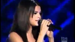 Selena Gomez Cantando A Year Without Rain -español/ingles