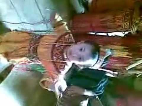 Balita menari Tarian Toraja