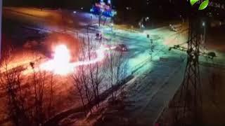Автобус загорелся после удара иномарки. Видео ДТП в Ноябрьске